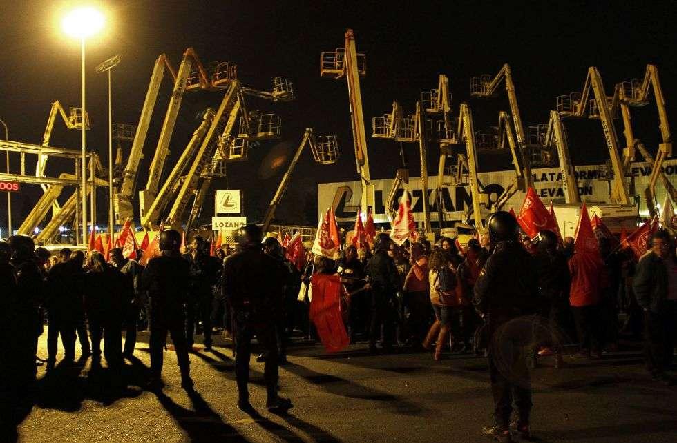 Miembros de sindicatos a las puertas de Mercasevilla