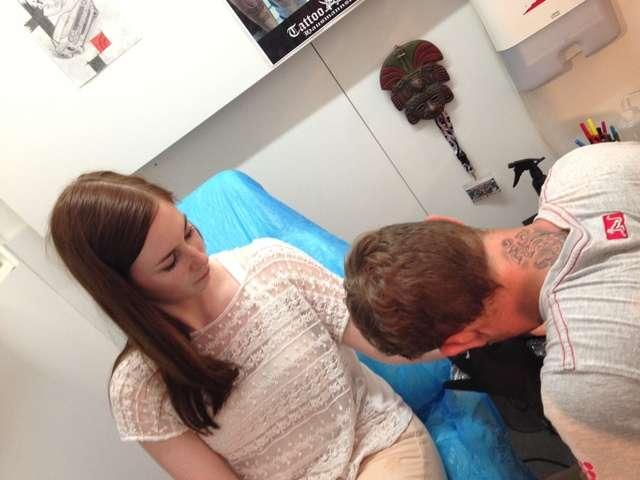 verheiltes tattoo schwillt nach monaten an